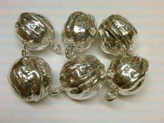 Orzech włoski naturalnych rozmiarów wykonany ze srebra, elektroforma